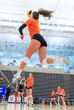 Volleyball Photos, Volleyball Workouts, Female Volleyball Players, Volleyball Shirts, Women Volleyball, Beach Volleyball, Volleyball Setter, Funny Volleyball Pictures, Volleyball Outfits