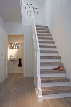 ✔ 50 Best Painted Stairs Ideas For Your Modern Home [Images] Style At Home, Stair Makeover, Painted Stairs, House Stairs, Staircase Design, My Dream Home, Home And Living, Living Room, Home Projects
