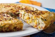 Fuente: www.revistamaru.com   Preparamos para 8 personas   Necesitamos   10 huevos  150 gramos de queso de cabra semicurado  1 diente de a...
