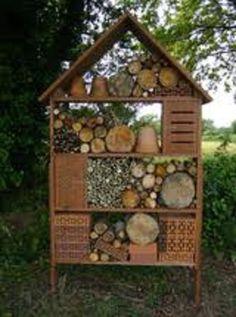 Nodig je insecten uit in je tuin: eenvoedig zelf te maken met bakstenen, tuintegels,rietstengels,bamboe, hout.