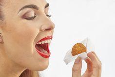 Uw gasten pakken gemakkelijk elke snack op met het servet en hebben geen vette vingers of vlekken op hun kleding. De restant van een snack (bijv. staart van een garnaal) kan discreet in het servetje worden achtergelaten.