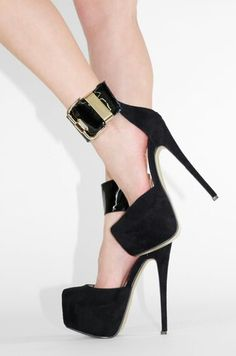 You always need some black heels in your wandrobe goes with everything