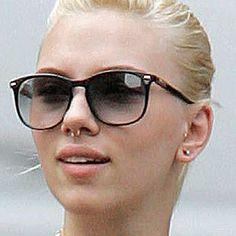 Scarlett Johansson's septum piercing. She still looks so good with it! Girl crush!
