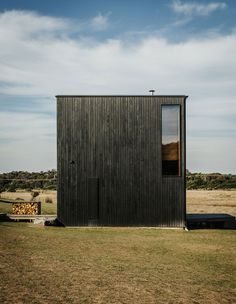 australian architecture studio taylor and hinds has built a series of tiny black cabins against the bend of the denison rivulet in tasmania. Australian Architecture, Residential Architecture, Minimalist Architecture, Australian Homes, Interior Architecture, Window Reveal, Timber Windows, The Design Files, Tasmania