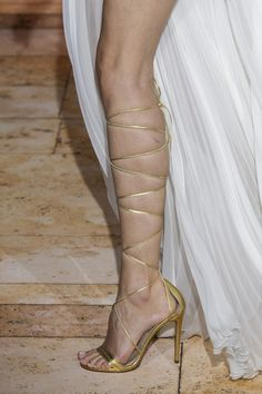 Zuhair Murad at Couture Spring 2020 - Details Runway Photos Fashion Week, Daily Fashion, Fashion 2020, Street Fashion, Zuhair Murad, Fashion Shoes, Fashion Accessories, Fashion Models, Women's Shoes Sandals