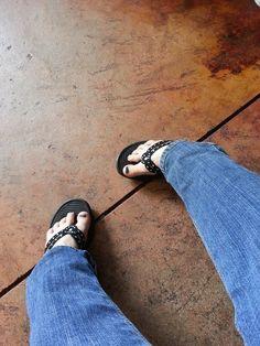 #FlipFlopFridays Flipping, Flip Flops, Sandals, Women, Fashion, Moda, Shoes Sandals, Fashion Styles, Beach Sandals