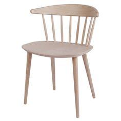 Pinnstol J104 fra Hay, designet av Jørgen Baekmark. Grunnideen bak stolen var en funksjonalis...