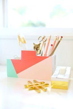 ideas desk organization diy creative for 2019 Diy Crafts Desk, Craft Desk, Diy And Crafts, Recycled Crafts, Easy Crafts, School Desk Organization, Diy Organization, Office Deco, Diy Graduation Gifts