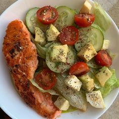 Keto diet for beginners. Also includes macro calculator, tips, what is keto vs low carb. Clean Eating, and tips and guide to get you started the simple and lazy way! Good Healthy Recipes, Diet Recipes, Healthy Snacks, Healthy Eating, Diet Tips, I Love Food, Good Food, Yummy Food, Aesthetic Food