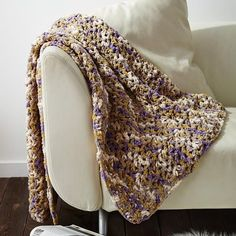 This chunky crochet blanket pattern is so easy even a beginner can make it. Quick, easy, and chic, there& really nothing not to love about this crochet blanket pattern. If you& looking for easy crochet afghans to make, look no further. Easy Crochet Blanket, Blanket Yarn, Chunky Crochet, Free Crochet, Knit Crochet, Crochet Blankets, Chunky Yarn, Crochet Kits, Blanket Shawl