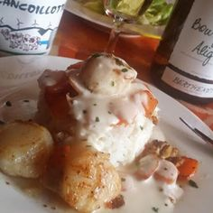 Coquilles St-Jacques sauce cancoillotte Coquille St Jacques, Sauce, Mousse, Eggs, Fish, Breakfast, Cheese, Cook, Seafood