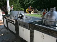 In and Out Cabinetry - Outdoor kitchens. backyard BBQ grills, Patio kitchens.