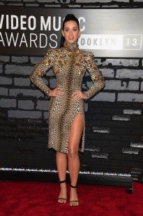 Katy Perry in Emanuel Ungaro attends the 2013 MTV Video Music Awards at the Barclays Center on August 2013 in the Brooklyn borough of New York City. (Photo by Jamie McCarthy/Getty Images for MTV) Celebrity Red Carpet, Celebrity Style, Katy Perry Fotos, Kati Perri, Brooklyn, Nice Dresses, Girls Dresses, Beach Dresses, A New York Minute