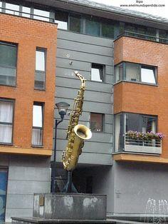 El saxofón,instrumento inventado por Adolf Sax, vecino de Dinant