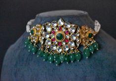 Kundan Jewellery Set, Gold Jewellery Design, Choker Jewelry, Gold Choker, Pearl Jewelry, Gold Jewelry, Jewelery, Leather Jewelry Box, Jewelry Illustration