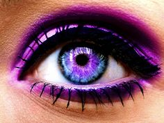 the color is so intense. when i wear contacts i will SO attempt this look