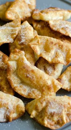 Fried Cinnamon Apple Hand Pies 25 Delicious Bite-Size Treats Made With Wonton And Egg Roll Wrappers Wontons, Just Desserts, Delicious Desserts, Yummy Food, Apple Recipes, Sweet Recipes, Pie Dessert, Dessert Recipes, Snack Recipes
