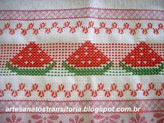 gráfico copiado do blog http://pontooitinho.blogspot.com/       bordado feito por Maria de Lourdes