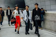 Street style Seúl Fashion Week, marzo de 2017 © Emily Malan 2016 Fashion Trends, Korean Fashion Trends, Korean Street Fashion, Seoul Fashion, Older Women Fashion, Latest Fashion For Women, Womens Fashion, Vogue Mexico, Street Style Women