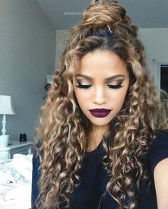Half up half down   17 Really Cute Hairstyles For People With Naturally Curly Ha… Half up half down   17 Really Cute Hairstyles For People With Naturally Curly Hair http://www.nicehaircuts.info/2017/05/21/half-up-half-down-17-really-cute-hairstyles-for-people-with-naturally-curly-ha/