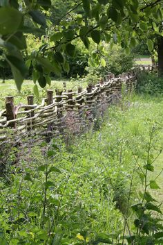 The wattle fence enclosing the vegetable garden at Manor House, Weald & Downland Museum Wattle Fence, Garden Fencing, Cerca Natural, Landscape Design, Garden Design, Country Fences, Rustic Fence, Porche, Garden Cottage