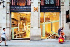 ESPAISUCRE es el capricho de Jordi Butrón y sus socios Xano Saguer, Guillem Vicente y Reme Butrón, fundadores y promotores de una nueva forma de entender la pastelería de restaurant.  Inauguran en febrero del 2000, el único restaurant de postres del mundo, uniendo a esta arriesgada pero meditada idea, la escuela de postres de restaurant . #EspaiSucre #XanoSaguer #GuillemVicente #RemeButton