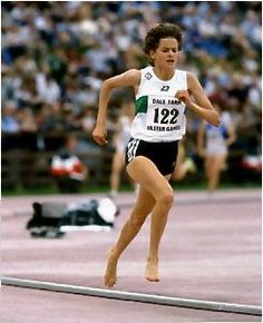 Olympic runner Zola Budd, one of the most (in)famous barefoot runners to compete on a track. Long Jump, High Jump, Running Tips, Running Women, Trail Running, Olympic Runners, Why I Run, Pole Vault, Barefoot Running
