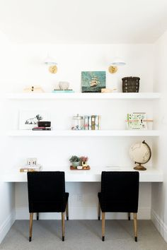 Black and white decor inspiration office nook, office ideas, home office de Office Nook, Home Office Space, Small Office, Home Office Furniture, Home Office Decor, Home Decor, Office Ideas, Kids Office, White Office