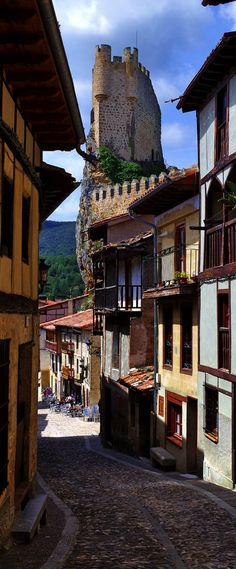 Frias, Burgos, España https://www.pinterest.com/jlbadeso/castillos-y-fortalezas-de-espa%C3%B1a/