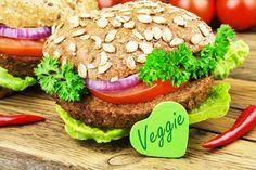 Como eliminar carne da dieta? Eu fiz isso há 10 anos e foi uma decisão incrível! Aqui eu compartilho dicas simples para te ajudar neste processo :)