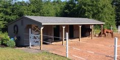Post Beam Horse Barns: Run-In, Shed Row, Rancher with Overhang, Center Aisle Horse Barn: The Barn Yard Great Country Garages Horse Shed, Horse Barn Plans, Barn Stalls, Horse Stalls, Small Horse Barns, Mini Horse Barn, Horse Barn Designs, Horse Shelter, Run In Shed