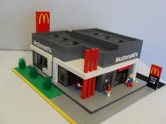 I decided to build a Mcdonald's because I am a big City fan and I also learned that people love things they familiar with. This Mcdonald's is based on a real Mcdonald's I saw. I had the stickers custom printed to make it look more authentic. Lego Store, Lego Modular, Lego Design, Lego Mcdonalds, Lego Hotel, Lego Hacks, City Layout, Amazing Lego Creations, Lego Craft