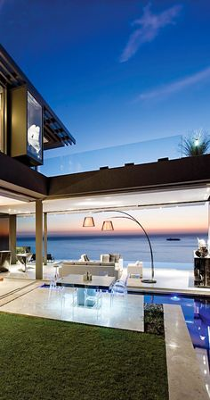 Erf 198 Nettleton road Clifton Cape Town designed by modernist architects SAOTA October 2010, today at building cost ex vat and fees of R33 500 per m2 (R11 = 1Euro) -costofluxury.blogspot.com