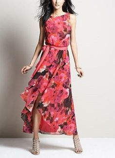 Such a romantic look. Love the soft floral print on this gorgeous free flowing chiffon dress.