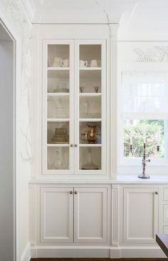 Kitchen Cabinet Painted in Benjamin Moore OC-17 White Dove and Lincoln Gold Vein marble countertop. Martha O'Hara Interiors.