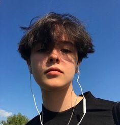 𝔦𝔠𝔬𝔫𝔰 - ~ boys ~ - Pɪɴ : ⱳ᭦᭦ᴋeꭆ ' ꭆ 🦅 - Grunge Boy, Grunge Hair, Tomboy Hairstyles, Cute Hairstyles, Tomboy Haircut, Undercut Hairstyles, School Hairstyles, Hair Inspo, Hair Inspiration