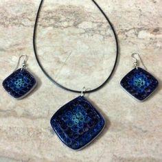 J 72 - Quilled earrings & pendant - 2in