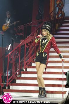 Did Taylor Swift ditch her old friends for famous faces?