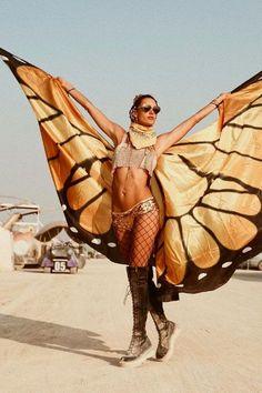"""Engel on fire: Fünf """"Victoria's Secret""""-Engel sind ausgeflogen um dem """"Burning Man""""-Festival mitten in der Wüste Nevadas eine Extraportion Glamour zu verleihen."""