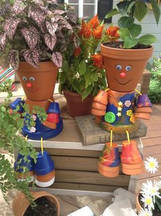 crafts adorable people by painting and connecting different size terra cotta pots! crafts adorable people by painting and connecting different size terra cotta pots! Clay Pot Projects, Clay Pot Crafts, Diy Clay, Craft Projects, Garden Crafts, Garden Projects, Garden Art, Garden Kids, Garden Planters