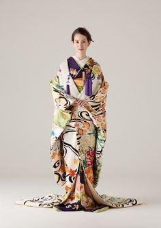 Stunning Kimono with Uchikake Oriental Fashion, Ethnic Fashion, Kimono Fashion, Japanese Costume, Japanese Kimono, Japanese Outfits, Japanese Fashion, Traditional Fashion, Traditional Dresses