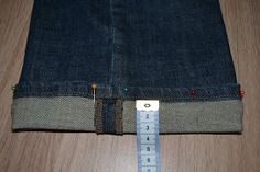 broek inkorten originele zoom Hemming Jeans, Denim Button Up, Button Up Shirts, Fabric Yarn, Sewing Techniques, Pants, Productivity, Fashion, Cool Stuff