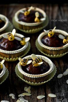 Babeczki bananowo - miodowe z pszczółkami - Moje wypieki