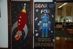 Robot bulletin board or classroom door decoration. put the kids names in a mini space ship or baby robot Robot Classroom, Space Theme Classroom, Classroom Door, Classroom Design, Science Classroom, School Classroom, Classroom Ideas, Preschool Bulletin, Kindergarten Crafts