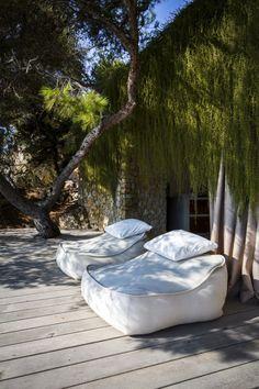 The best hotels, restaurants, villas in Ibiza - Haus Kredit Outdoor Spaces, Outdoor Living, Outdoor Decor, Outdoor Lounge, Beach Club, Villa, Ibiza Clubs, Natural Interior, Ibiza Fashion