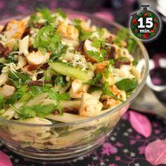 Hedelmäinen broilerisalaatti sopii hyvin lisukkeeksi tai kevyeksi lounaaksi. Tähän reseptiin on lisätty makeutta sen verran, että voit kokeilla salaattia jopa jälkiruokana tai sen korvaajana. Valmiiks... Salad Recipes, Healthy Recipes, Sweet And Salty, Bon Appetit, Pasta Salad, Potato Salad, Easy Meals, Food And Drink, Dinner