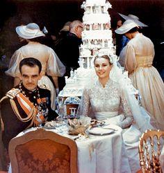 anythingandeverythingroyals: il Principe Ranieri e la Principessa Grace di Monaco al loro ricevimento di nozze.  ||  19 aprile 1956