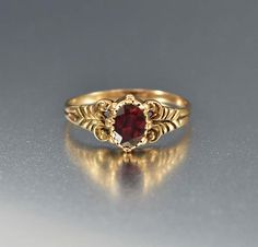 Buy Vintage and Antique Jewelry Online Gold Chain Design, Gold Ring Designs, Gold Bangles Design, Gold Jewellery Design, Gold Rings Jewelry, Gold Jewelry Simple, Jewelry Design Earrings, Gold Earrings Designs, Garnet Jewelry