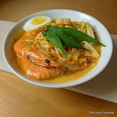 The Little Teochew: Singapore Home Cooking: Homemade Laksa