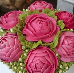 Bolo de Rosas no detalhe.   #chantininho #cursodechantininhodaelisa